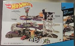 Hot Wheels Super Auto Center Ages 3+ New Toy Garage Sports Race Car Play Gift